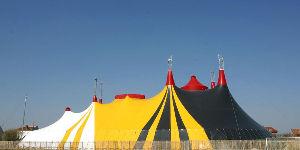Chapiteau-école. Ecole Nationale des Arts du Cirque de Rosny-sous-Bois (ENACR). © Photo Philippe Cibille